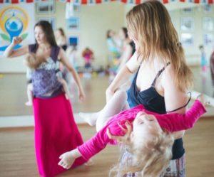 танцы мам с детьми